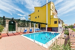 Fortuna : with swimming pool