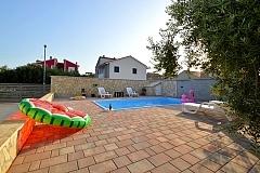 Tina : villa with a pool