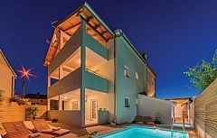 Nikcha : 4 apartments, swimming pool