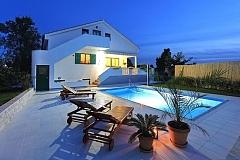 Boris : villa avec piscine