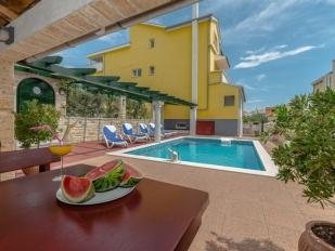 location Fortuna : avec piscine