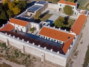 location Unusual hotel : sleep in a caravansary
