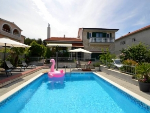 location Slavica : villa with swimming pool