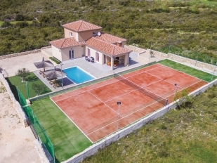 location Anastasia : villa with a pool