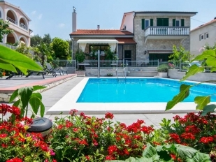 location Slavica : villa with swimming pool