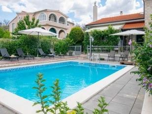 location Slavica : villa avec piscine