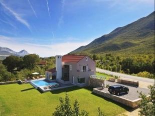 location Zupa : villa avec piscine