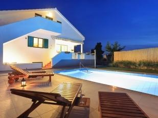 location Boris : villa avec piscine